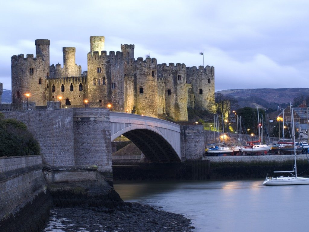 Conwy Hotels and B&Bs | Visit North Wales The Most Smallest House In The World